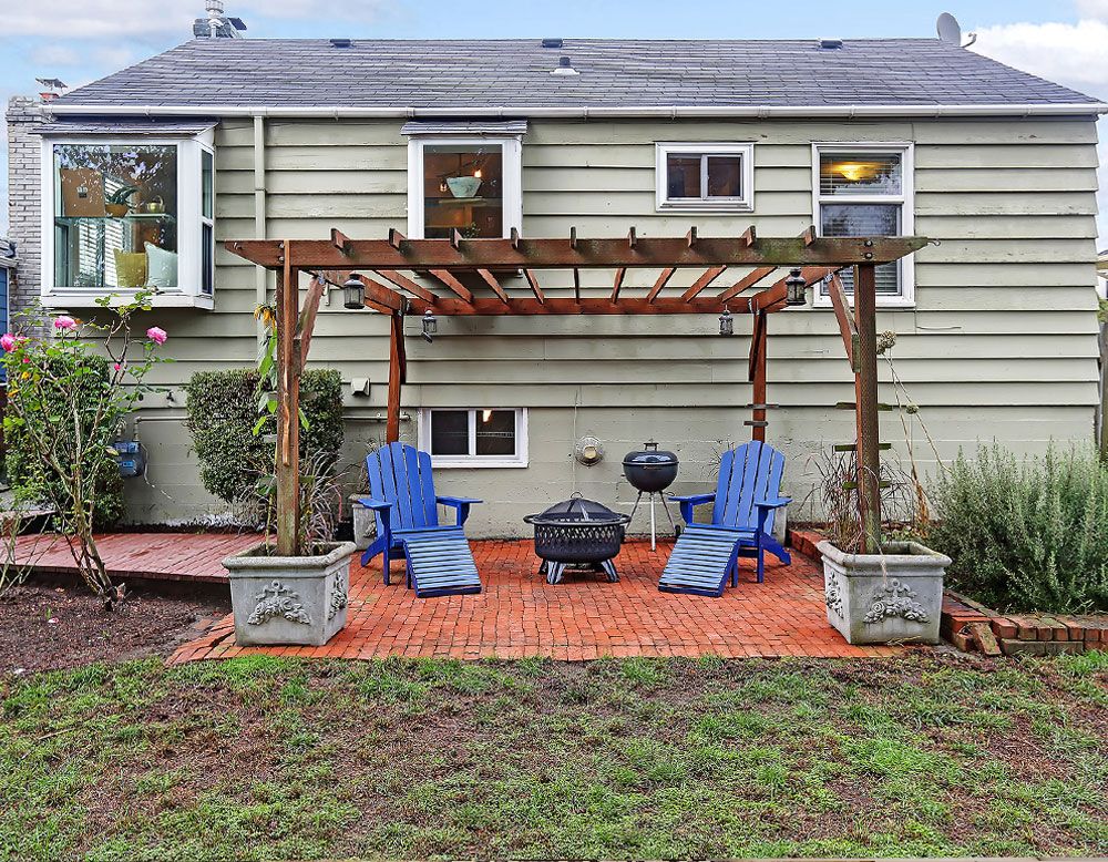 Backyard patio with pergola